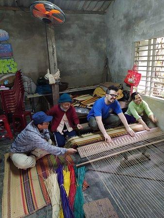Fabricación artesanal de colchones vietnamitas.