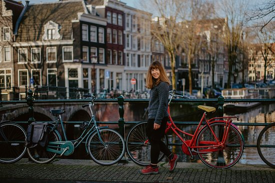 Stunning photoshoot in Amsterdam by Florencia Jadia Photography: December 2019