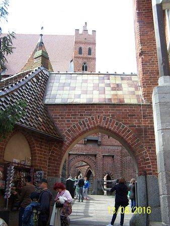 2016/08  Il castello di Malbork -Ordine teutonico-, a cui venne dato il nome di Marienburg.