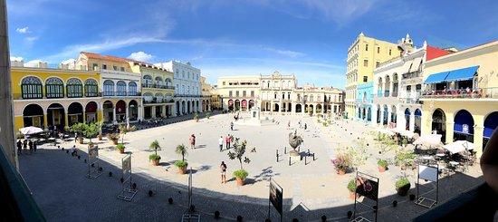 Panorámica donde se aprecian todos sus edificios coloniales