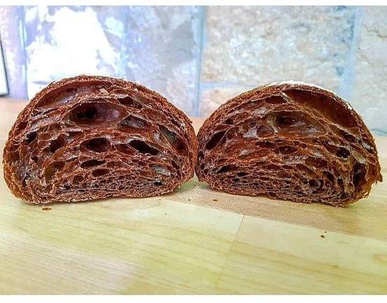 cornetto sfogliato al cacao