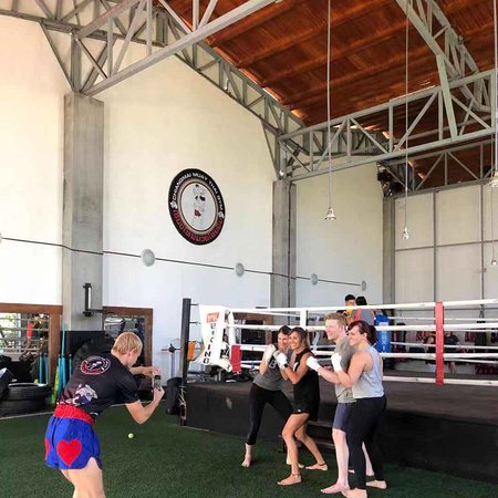 Cold weather in Chiangmai, never can stop our training.  Out side are cold but inside our gym are hot temperatures 😌😌 Welcome all friends to join our training  Well done team CMMTG!!