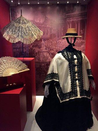 Queen Victoria's travelling cloak, parasol and Diamond Jubilee fan