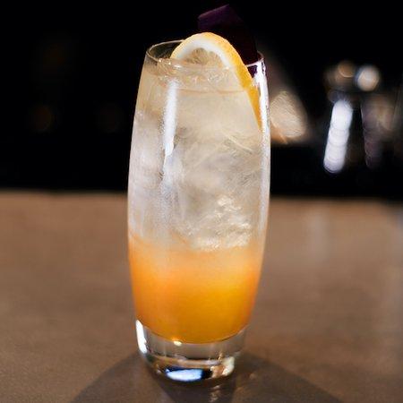 SUNNY DAZE – vodka, passionfruit, lemongrass, soda water