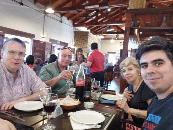 San Lorenzo, Argentina: brindando en familia