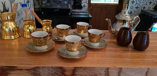 Wir servieren arabischen Kaffee
