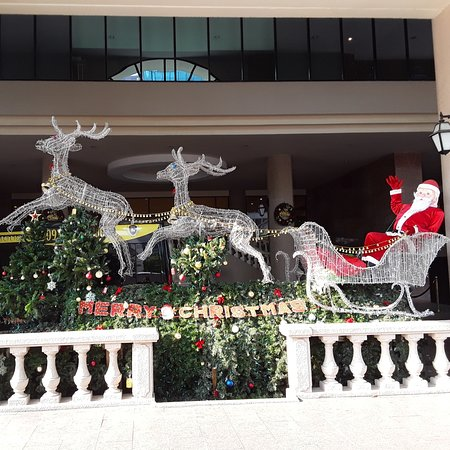 Ciudad Ho Chi Minh, Vietnam: Has Santa Claus also presents for all of us this Christmas?✌✌