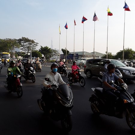 Ciudad Ho Chi Minh, Vietnam: Early morning rush hour in Ho Chi Minh City. There are really many motorcycles in this city!.😎😎