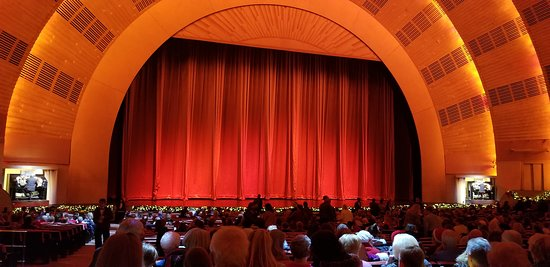Main Curtain - RCMH with Organists Playing before Show