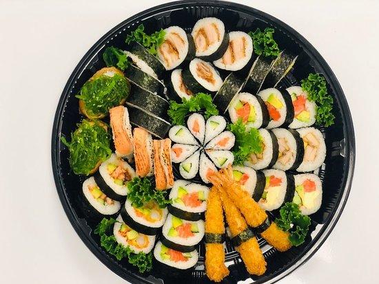 Omokoroa Beach, Новая Зеландия: sushi platter for picnic or party
