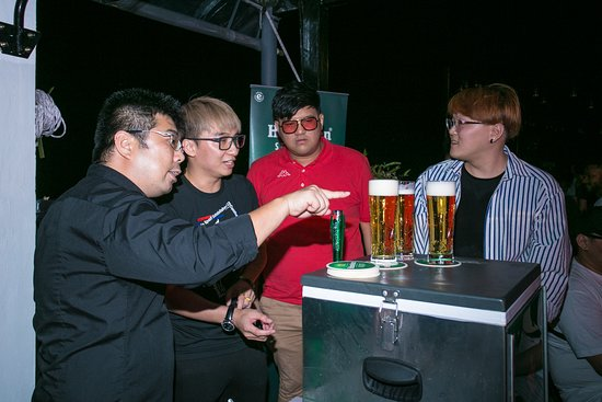 Heineken Star Serve Pour Experience