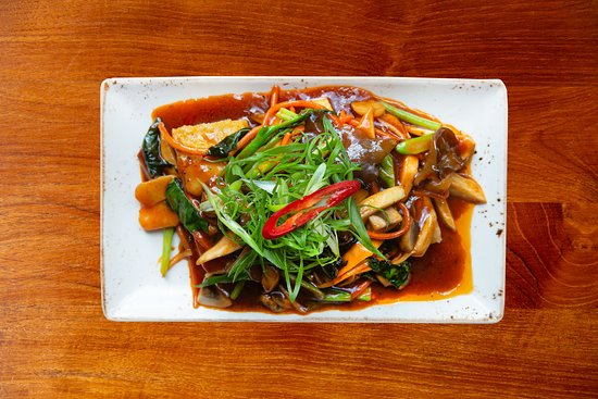Crispy tofu stir fry, gailan, button, king oyster & wood ear mushrooms