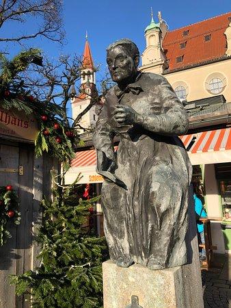 Elise Aulinger Memorial Fountain in Munich