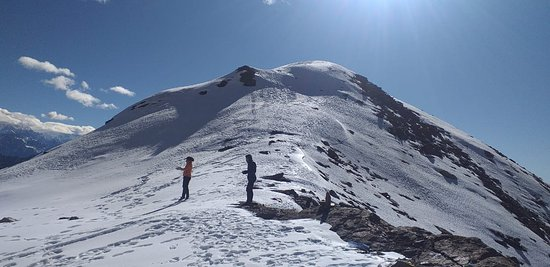 Taplejung, Nepál: High passes and snow caped trail adds more fun and adventure...