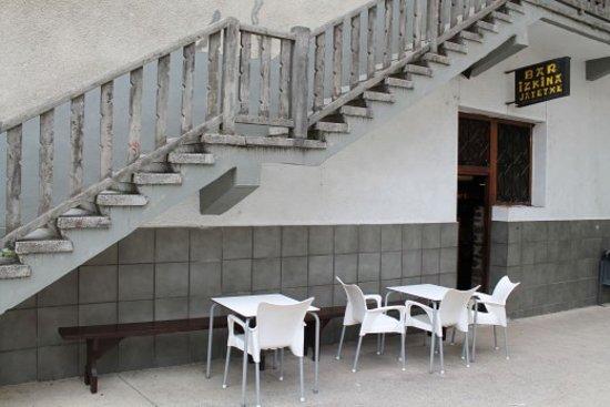Goizueta, España: Bar restaurante donde disfrutar de magnifica comida casera. Trato muy cercano