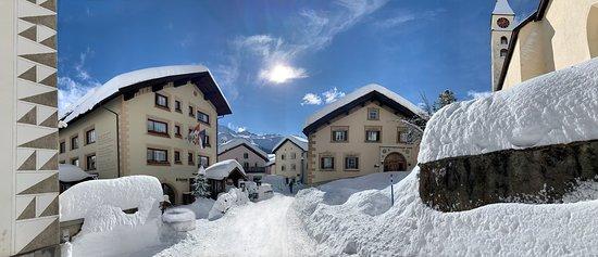 Silvaplana, Switzerland: Albana Hotel eingeschneit