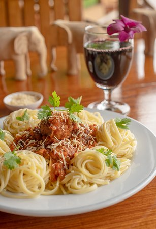 Spaghetti bolognese with red wine for dinner