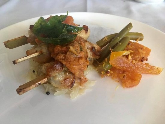 Qantas: Grilled Sri Lankan chicken skewers with spiced cabbage, pineapple pickle and ginger lemongrass sauce