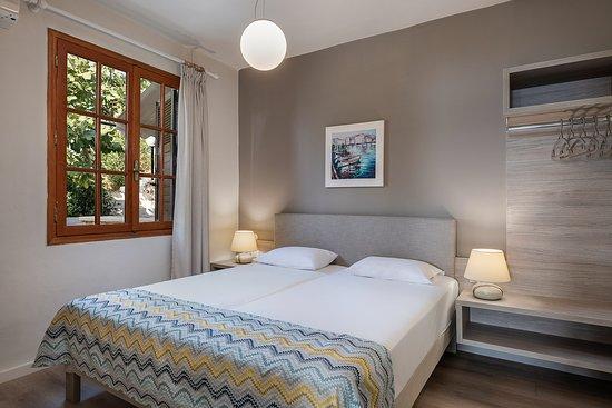 Two bedroom apartment garden view_bedroom