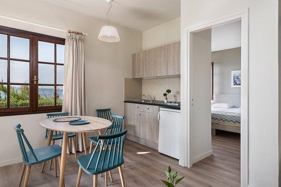 Two bedroom apartment garden view_kitchenette
