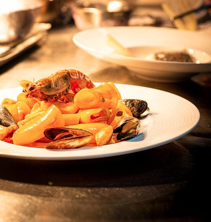 seafood calamarata