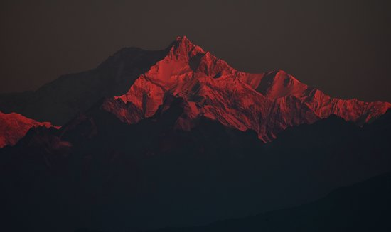 THE APPEARANCE OF DAYLIGHT ON KANCHENJUNGHA