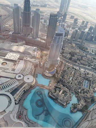 "At the Top, Burj Khalifa - Levels 125+124 ""General Admission"": Výhled"