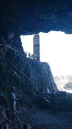 Fuerteventura, Spanien: Cave next to bay