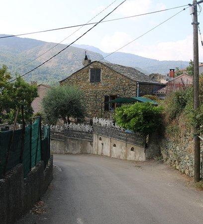 on traverse le village