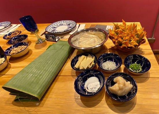 Authentieke Mexicaanse hands-on kookles en markttour: Ingredients for the tamale
