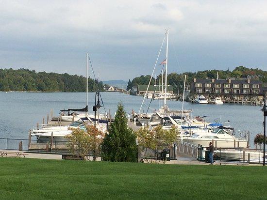 Charlevoix, MI: Beautiful Harbor