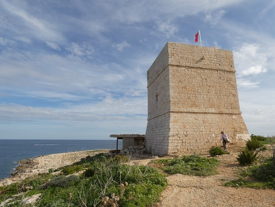 Pembroke, Malta: Madliena Tower on my walk from Exiles Bay to Mediterraneo Marine Park