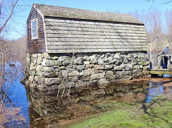 the old manse boathouse