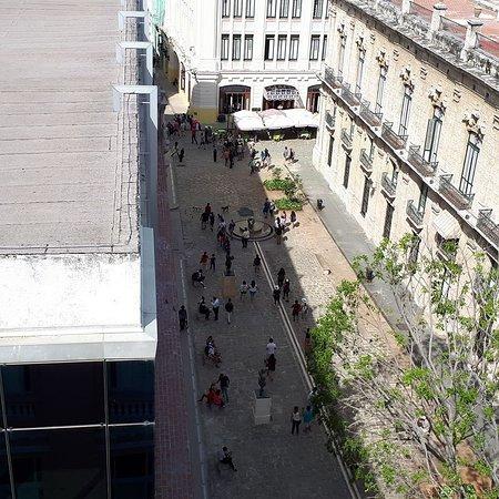 Vieille Havane sur la terrasse de l'hôtel Ambos Mundos