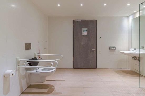 Bathroom disabled | Arthotel ANA Diva