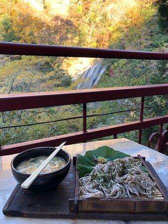 遠くですが袋田の滝が見えます。