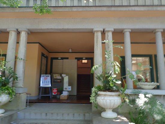 朝香吉蔵と言う日本人設計ですが見た目は完全に西洋風で素敵な建物でした。