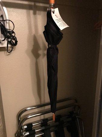 It's great that Oregon hotela include umbrellas!