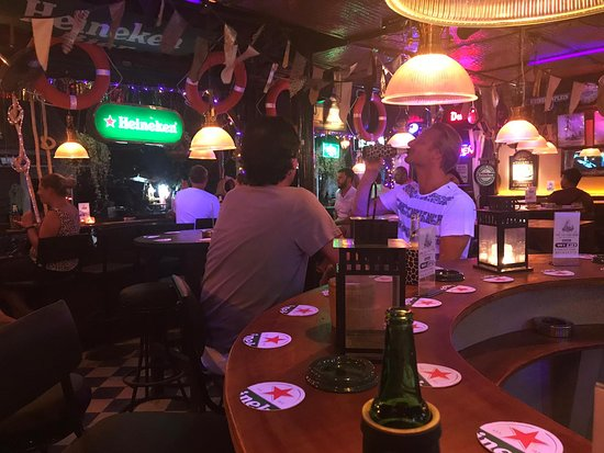 Ко-Самет, Таиланд: Cold Heineken at the bar