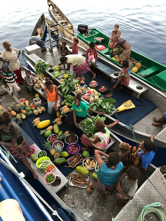 It doesn't get any fresher! Floating markets beside the boat.