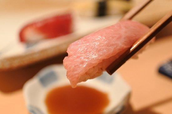 握り寿司 中トロ