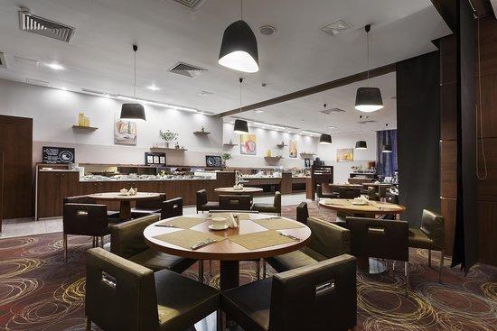 Завтрак шведский стол для гостей отеля