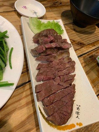 Tainan, Taïwan : 府城騷烤家 又讓我驚豔到捏 每次去台南都會經過可是都沒吃過 這次終於有機會來吃了。 還是朋友約的,雖然價格有點小貴但是真的好吃😋