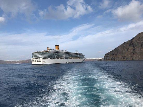 Costa Luminosa: Ankunft auf Santorini