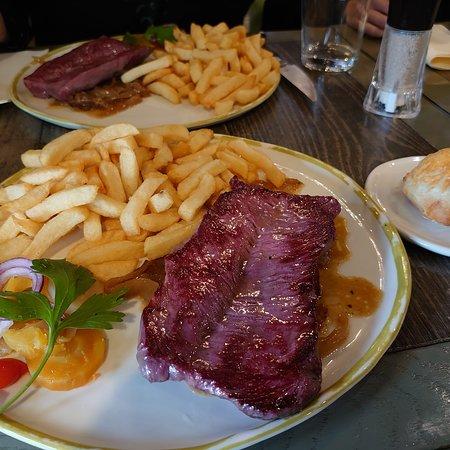 Smoked beef steakを頂きました。 とてもおいしかったです。 ボリュームが結構あります。 店員さんもフレンドリーでした!