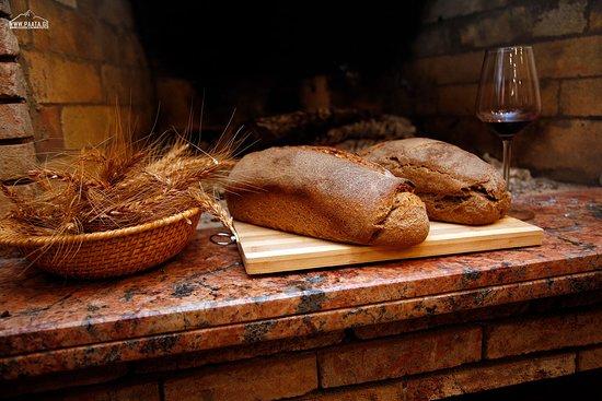 "Tsnisi, Georgia: ""Dika"" and ""Witeli doli"" Breads"