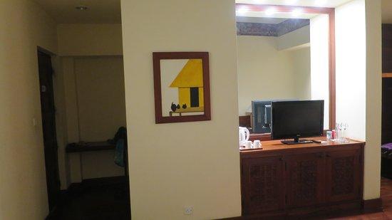 habitación y zona de entrada