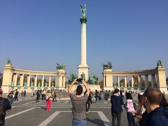 Lonely Planet Experiences: Buda Castle Tour Including Ticket to Matthias Church: Hero's Square in Budapest