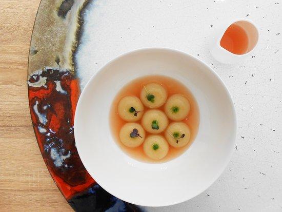 Bottoni Caprese, estratto di quattro pomodori, basilico