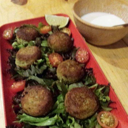 Falafel with salad & yogurt sauce